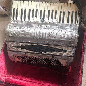 I am selling bandoneón